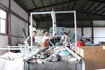 Ve sběrném dvoře jičínských Technických služeb jsou tříděny veškeré materiály pro účely dalšího zpracování.