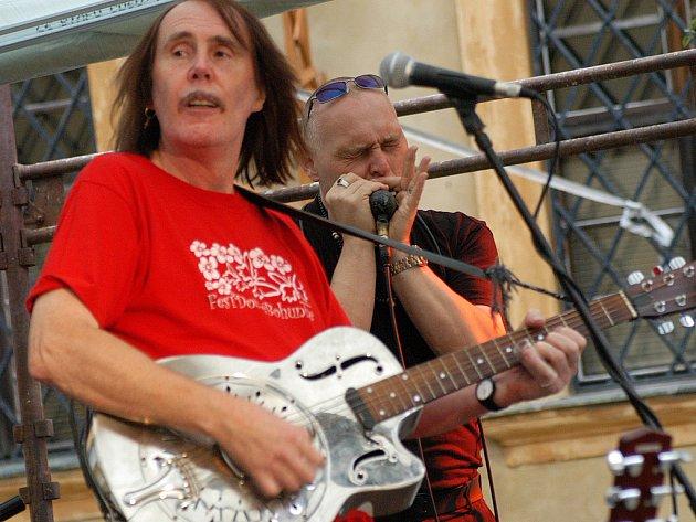 """Peter """"Bonzo"""" Radványi a harmonikář Erich """"Boboš_ Procházka."""