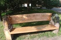 Dřevořezby zkrášlí mateřské školy i přírodu.