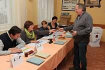 Volby v Lázních Bělohradě.