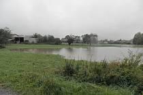 Rozvodněná Lužanka v Chomuticích.