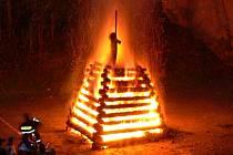"""""""Čarodějnické"""" vatry mohou být nebezpečné."""