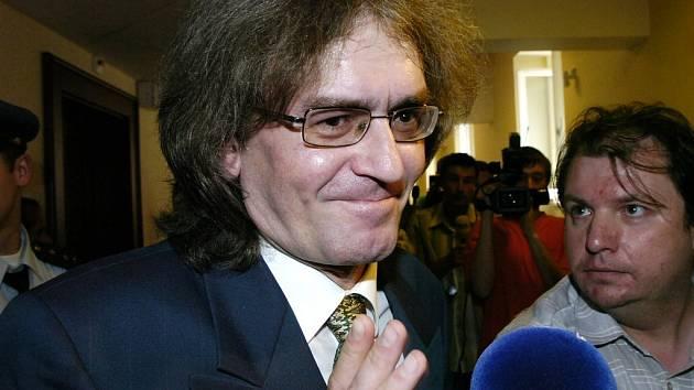 Spokojený Bohumil Kulínský, od soudu odešel opět bez trestu.