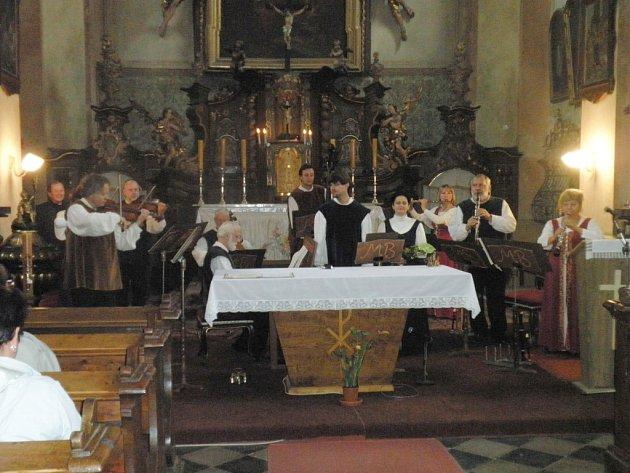 Koncert souboru Musica Bohemica v libáňském kostele.