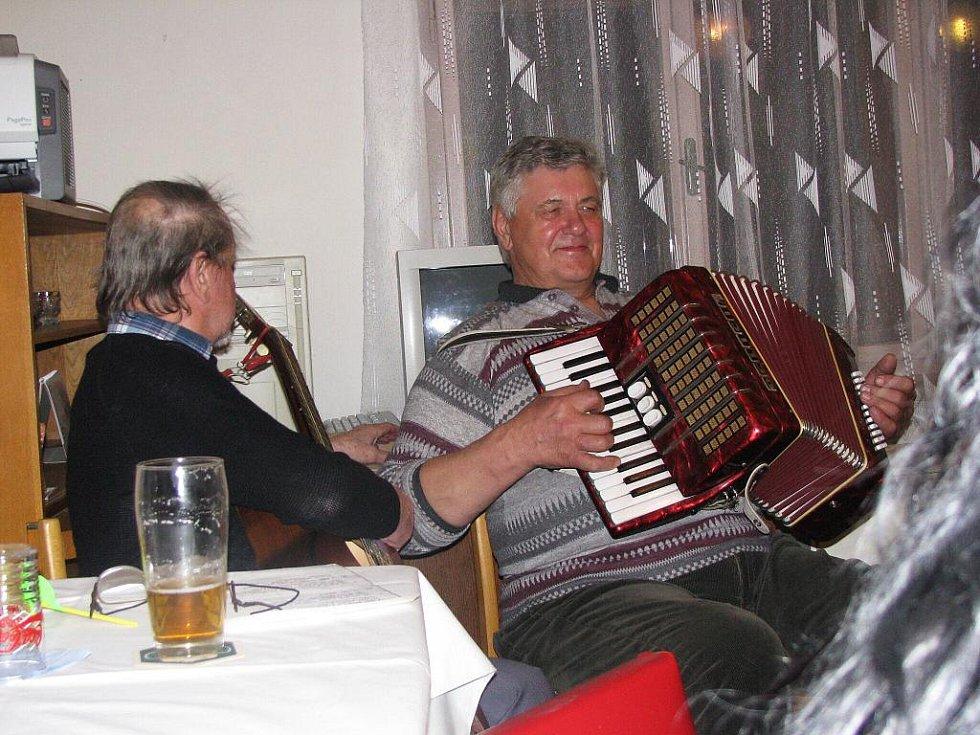 Z oslavy svátku žen v Ostružně.