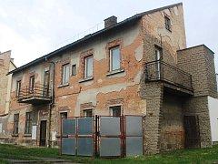OBJEKT, KTERÝ se nachází v těsné blízkosti centra Hořic je zcela opuštěný již dva roky. Nájemníků se dočká příští rok.