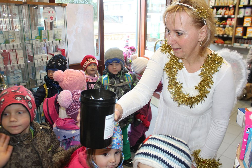 Novopacká lékárna U Zlaté číše a mikulášská nadílka.