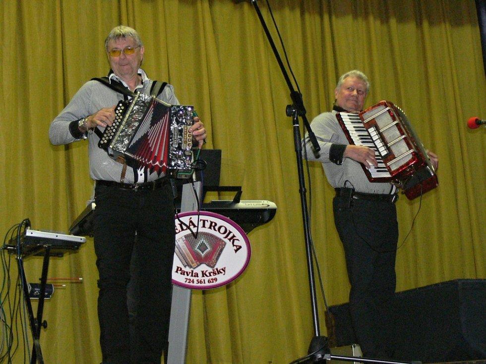 Z koncertu Veselé trojky v Hlušicích.