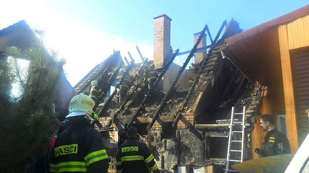 Zásah u požáru domu v Chyjicích.