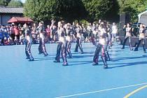 Taneční skupina Destiny na Dětském dnu s Continentalem.