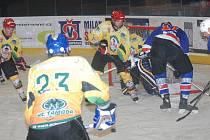 Hokejisté Jičína v dalším utkání krajské hokejové ligy neuspěli na ledě Jaroměře a prohráli vysoko 1:7. Snímek je z posledního domácího utkání s Dvorem Králové.
