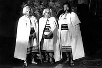 Představitelé kmene Stodoranů z inscenace Jiráskova Gera na I. Jiráskově Hronovu. Rok 1931, Zdroj:  M Náchod.