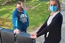 Školáci ve Vysokém Veselí dostali darem počítače.
