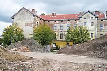 Postupná demolice dalších budov jičínských kasáren.