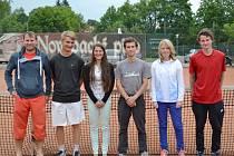 Tenis Nová Paka A – zleva: Richard Dražný, Jakub Krause, Petra Hynková, Jan Šmidrkal, Veronika Buřičová a Štěpán Šec.
