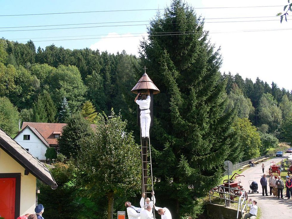 Ve Štěpanicích vysvětili zvoničku.