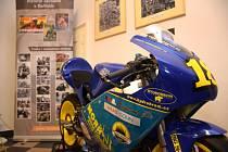 V sále radnice v Hořicích se setkali příznivci motocyklového sportu.