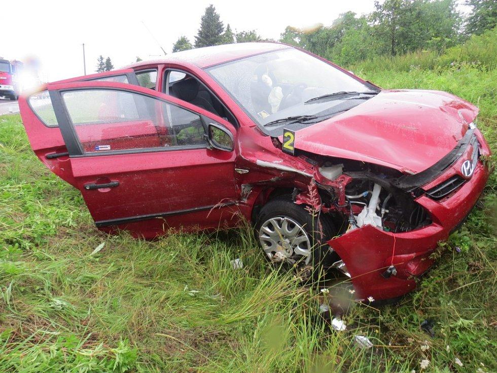 Střet dvou automobilů na křižovatce Na Špici.