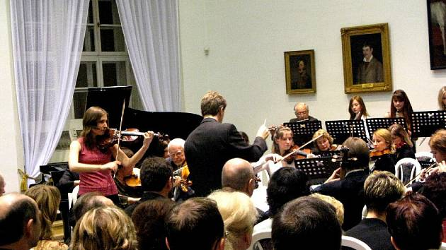 Koncert Podkrkonošského symfonického orchestru.