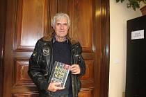 Autor knihy Jak se žije za zdmi Valdic Petr Šámal