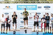 STUPNĚ vítězů na mistrovství ČR v krátkém triatlonu.