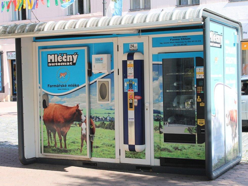 Mlékomat v Jičíně je hojně využíván.