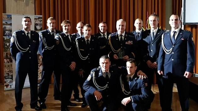 Reprezentační družstvo hasičů ocenil ministr vnitra. Mezi oceněnými je i hasič z jičínské stanice Tomáš Višňar.