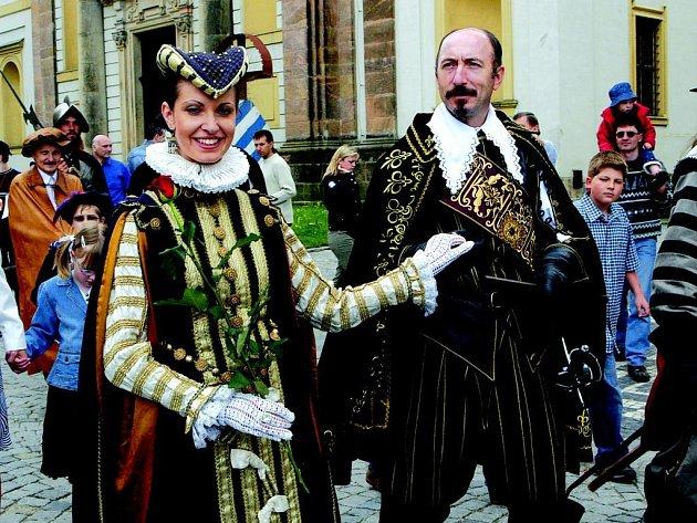 Vévoda Albrecht z Valdštejna s chotí.
