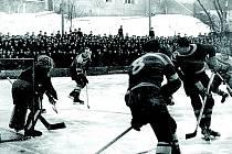 Historický snímek z jičínského stadionu.