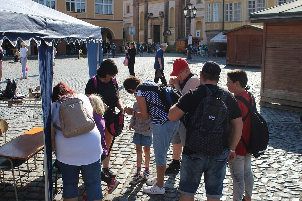 Děti ze Základní a praktické školy Český Brod přijely unikátním vlakem na pohádkové dílny. Letos už poosmnácté.