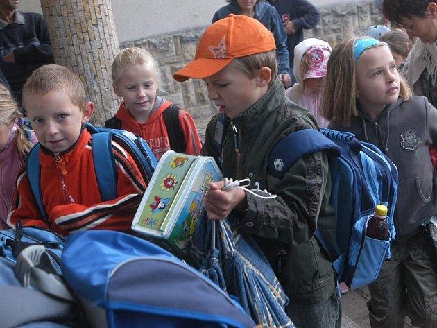 První školní den v Základní škole Eduarda Štorcha v Ostroměři.