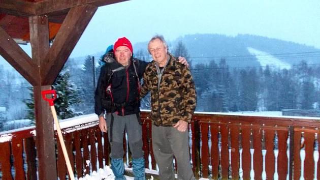 Cestovatel Ivan Pírko (vlevo) v Bublavě.