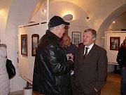 Z vernisáže výstavy díla Ivy Hüttnerové v Lomnici nad Popelkou.