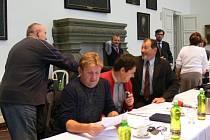 Ze zasedání jičínských zastupitelů, na kterém bylo řešeno rozmístění úřadů ve městě.