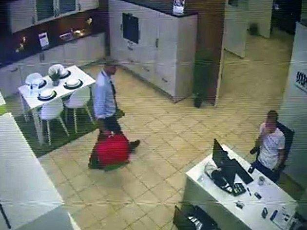 Policie šetří krádež tašky s doklady a finanční hotovostí.