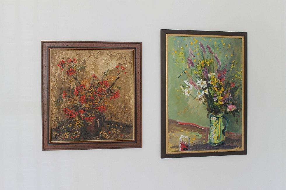 Letošní výstavní sezónu zahajuje v novopackém muzeu zdejší rodák, malíř Vlastimil Mužíček. Novopacký výtvarník je členem Spolku podkrkonošských malířů. Námětem jeho obrazů je nejčastěji krajina, ale v muzeu spatříte i portréty a  olejomalby květin. Muzeum