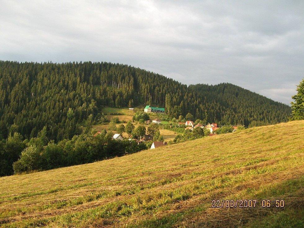 Hora Konečná s chatou Konečná.