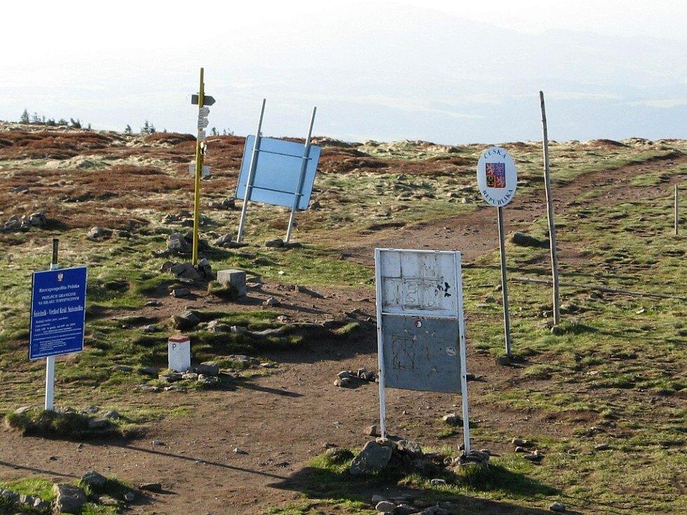 Hraniční přechod na vrcholku Králického Sněžníku.