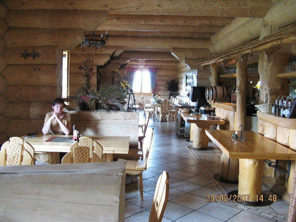 Interiér restaurace hotelu Grúň.