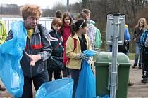 Den Země: jičínští školáci uklízeli odpadky.