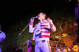 Promítání filmu Bohemian Rhapsody v jičínském letním kině předcházel koncert kapely Prague Queen.