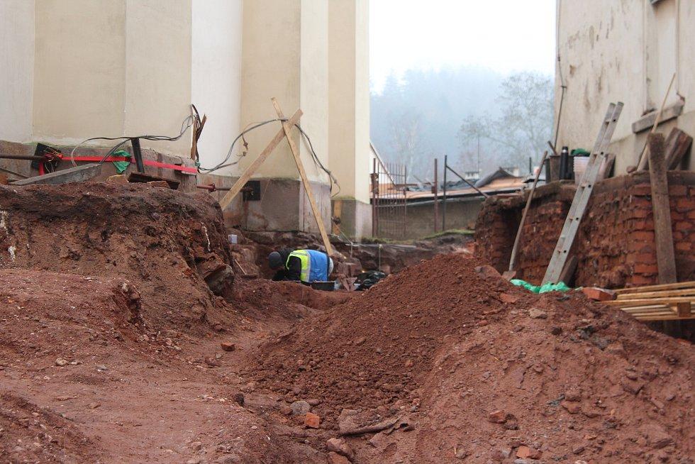 Archeologové mají odtajnit nálezy do konce ledna.