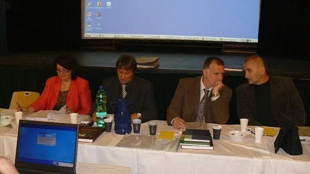 Ze zasedání hořického zastupitelstva 19. května.