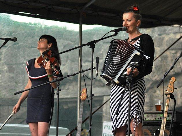 Benefiční festival na hradě Pecka
