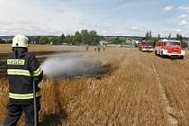 U požáru u Hořic zasahovali profesionální hasiči i dobrovolné jednotky.