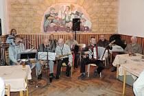 Srazilka opět hraje v samšinské restauraci.