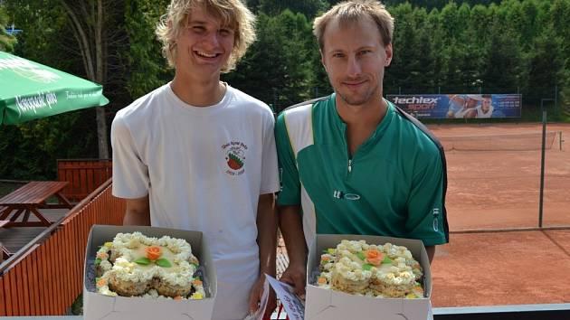 Vítěz Michal Slavík a poražený finalista Patrik Matouš.