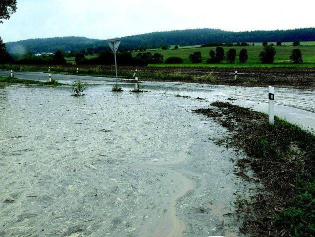 Velká voda po přívalovém dešti.