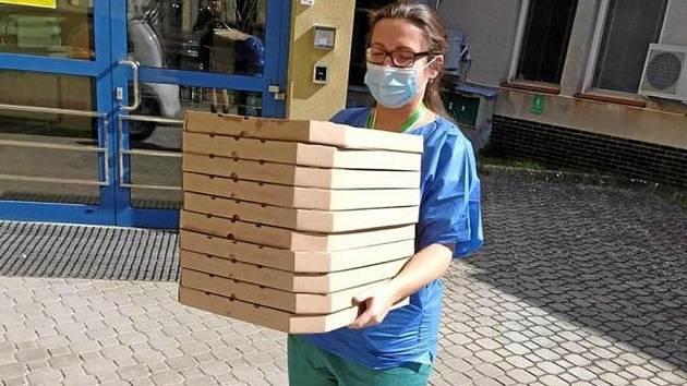 Turbo Pizza lékařům na infekci. Jako poděkování.