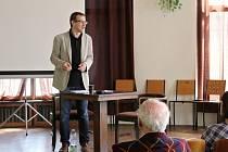 JAN TÁBORSKÝ představil ve středu v sále spořitelny své jazykové postřehy
